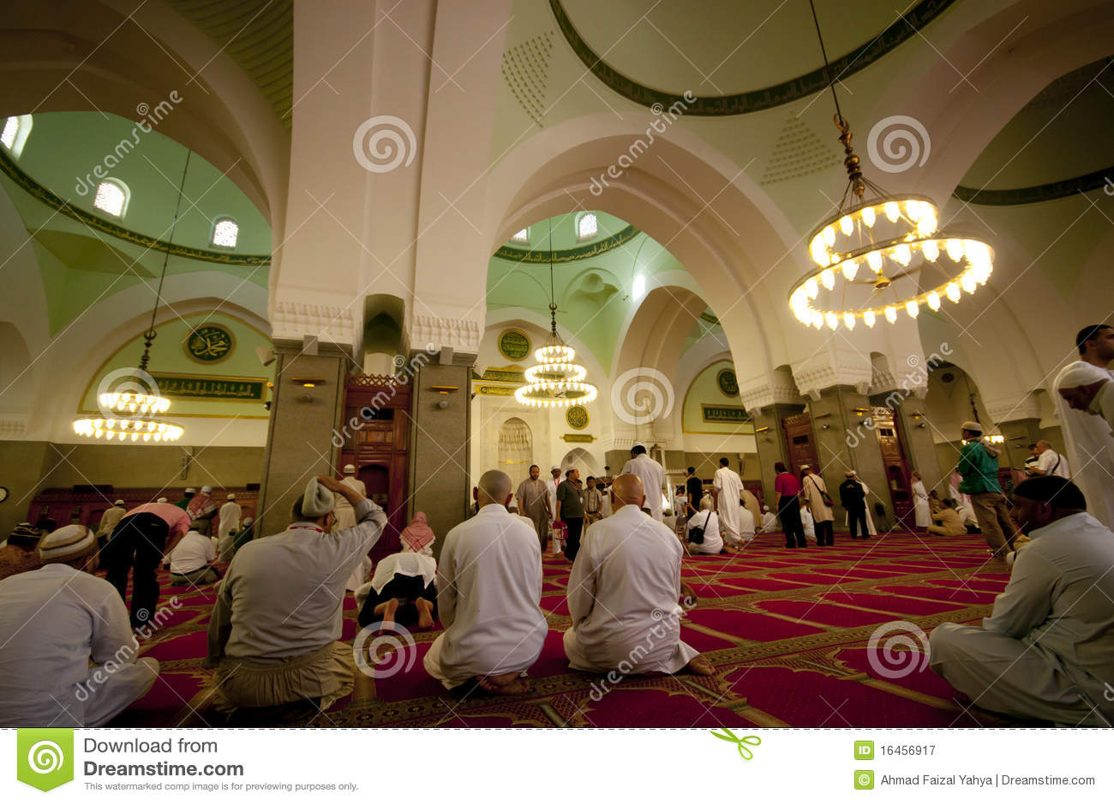 Los musulmanes ruegan Masjid interior Quba