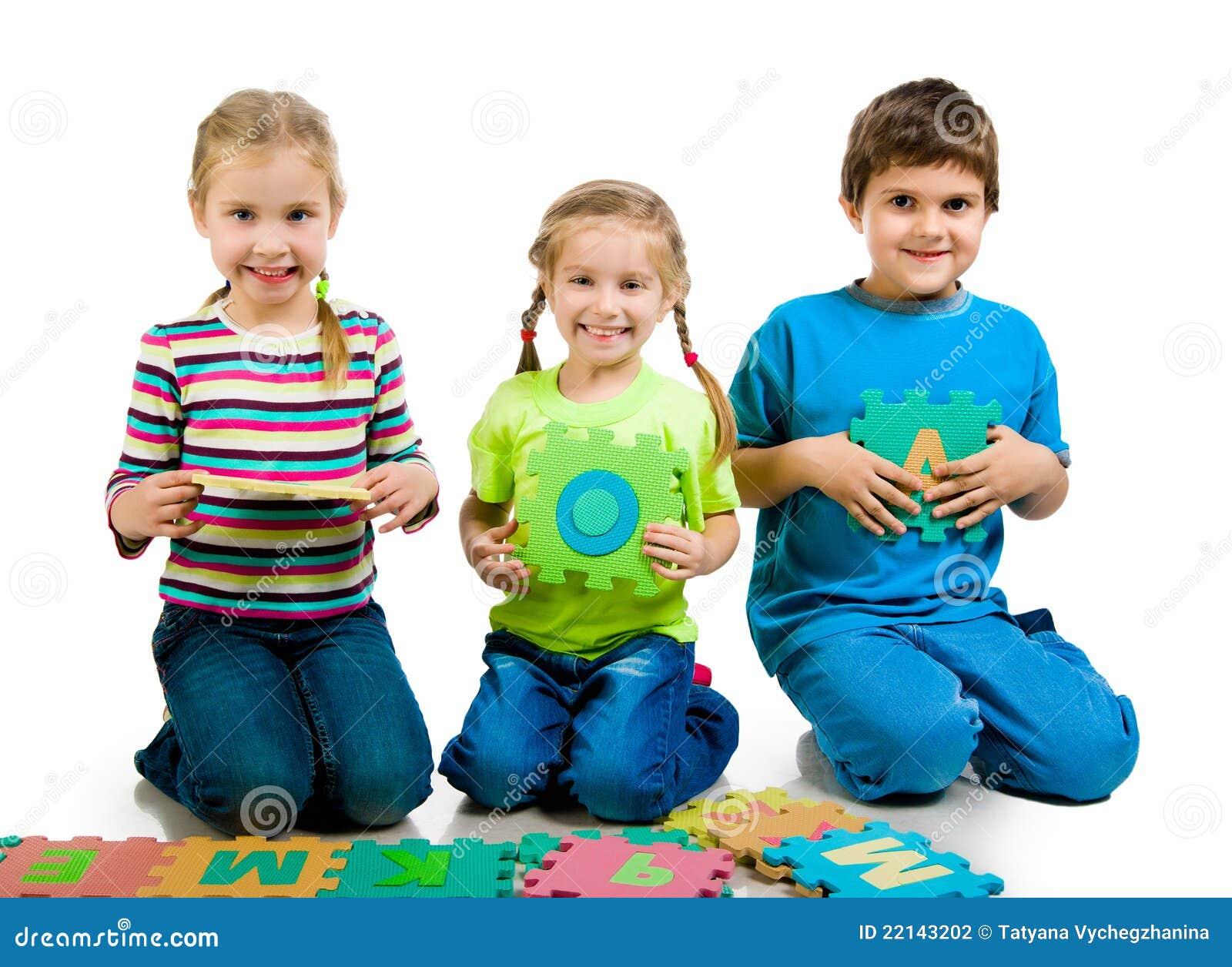 Los Niños Están Jugando Cartas Foto de archivo - Imagen de cartas ...
