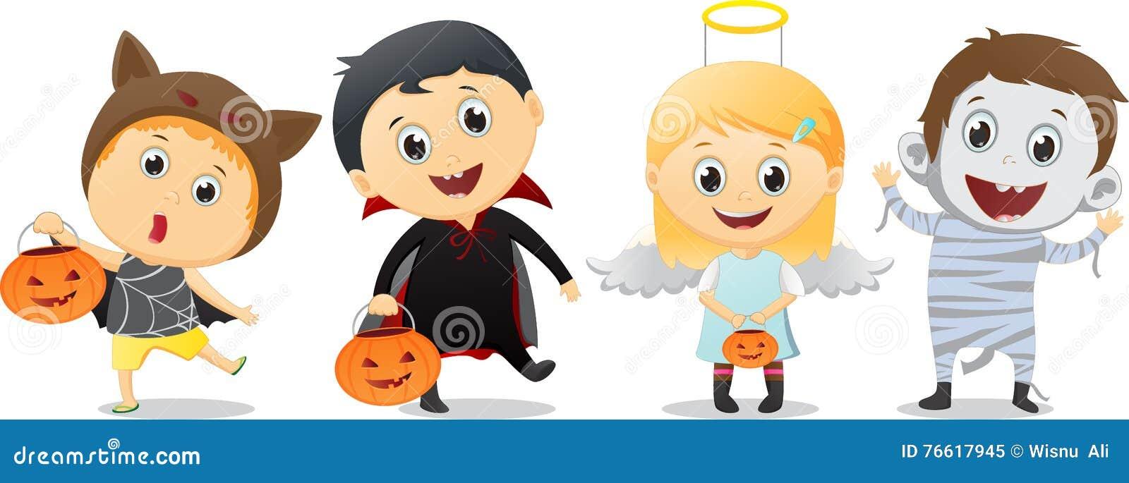 Los niños felices en Halloween van de fiesta truco o tratar
