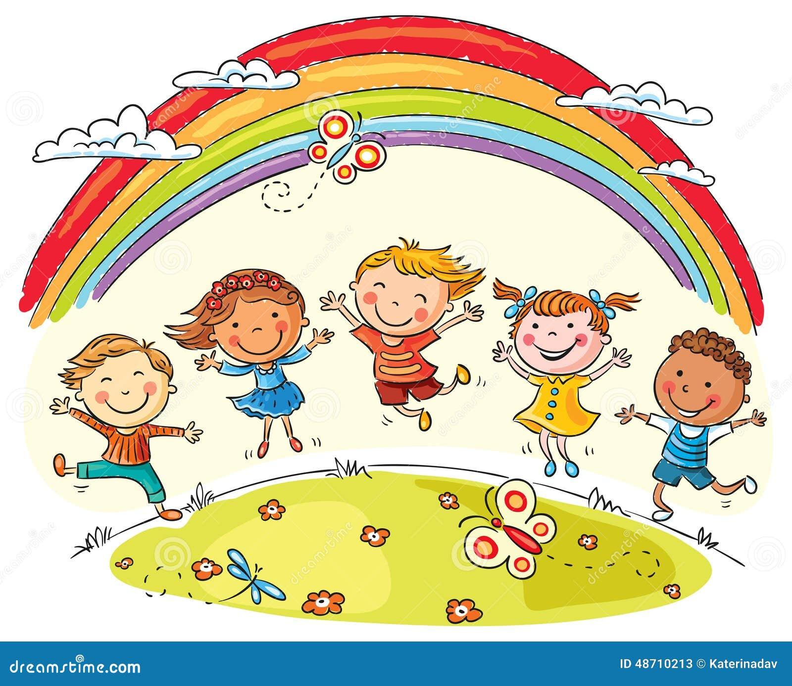 Los niños que saltan con alegría debajo del arco iris