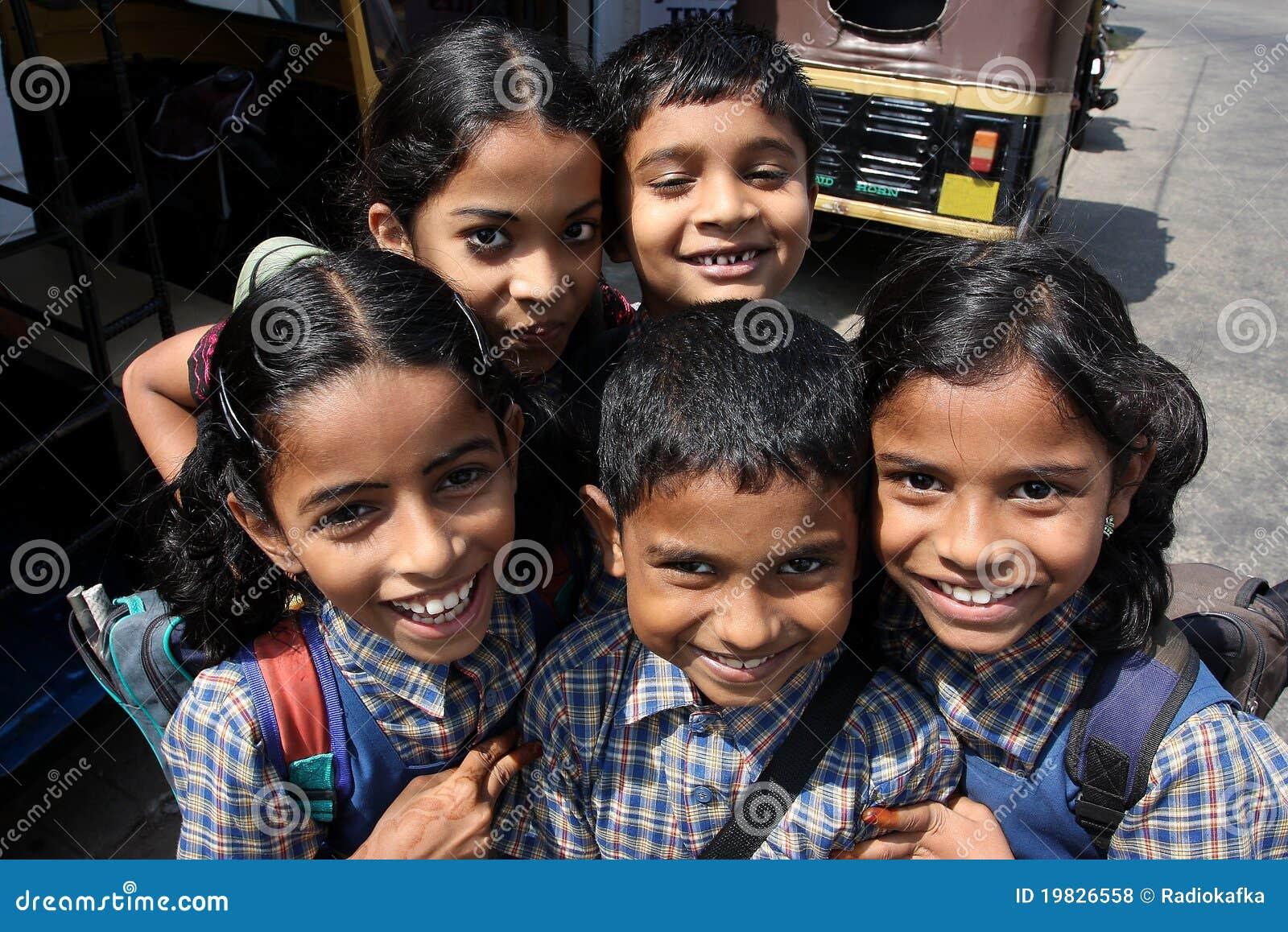 Los niños sonrientes fueron de escuela india