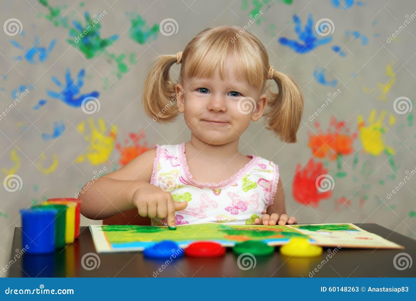 Los niños ven el mundo en colores mágicos brillantes