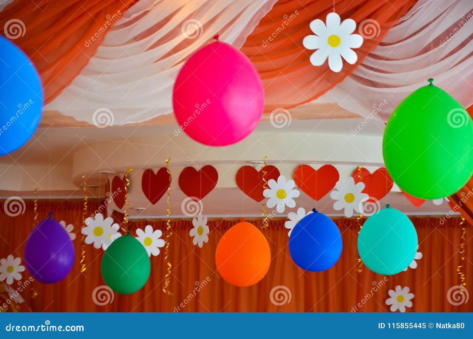 Los ornamentos para el día de fiesta hinchan flámulas