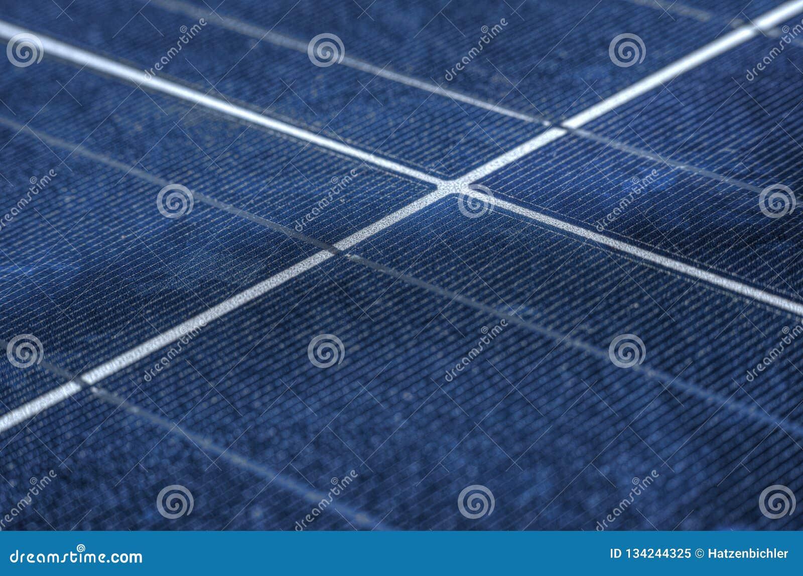 Los paneles solares de la eficacia alta