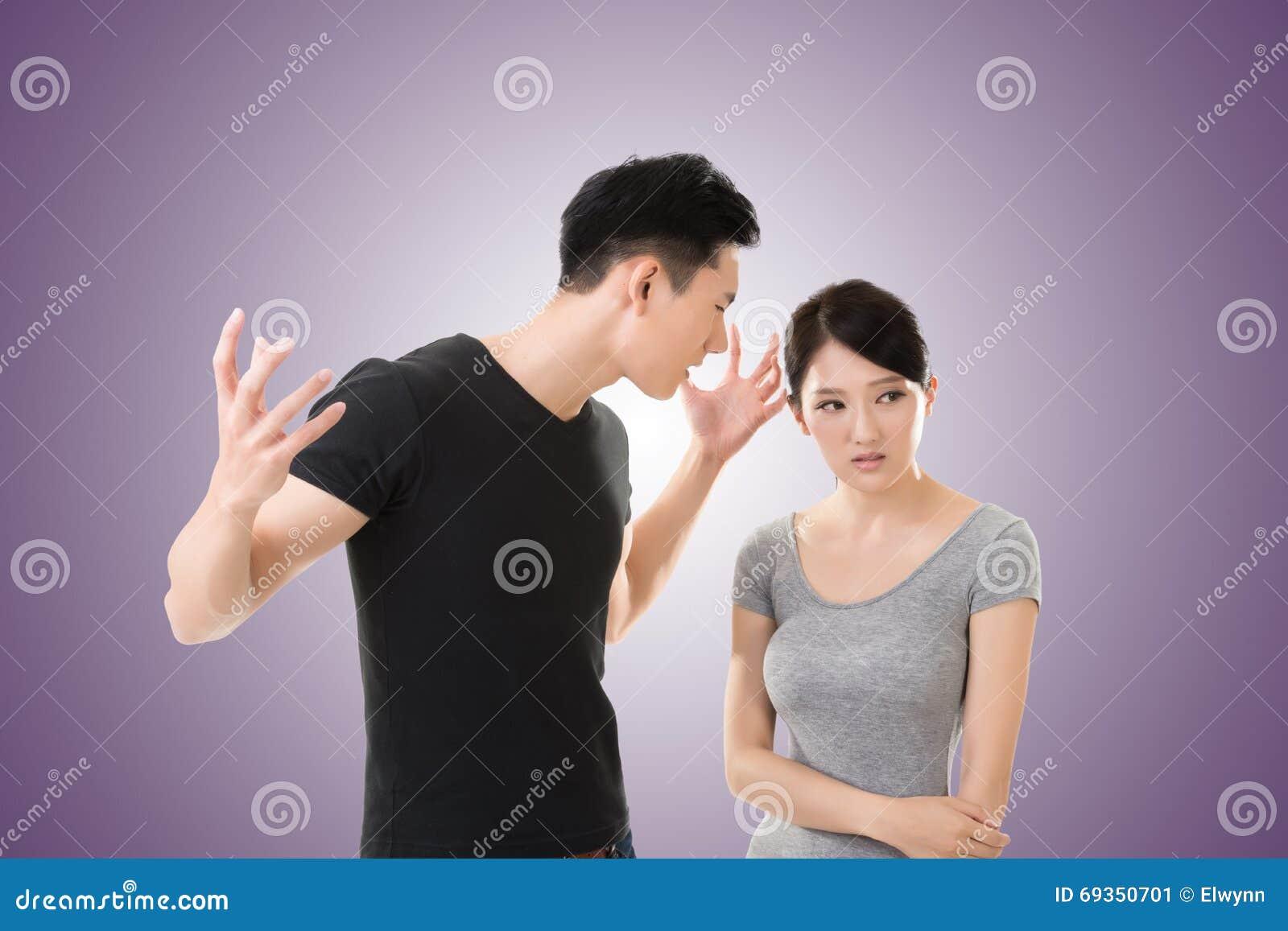 Los pares asiáticos discuten