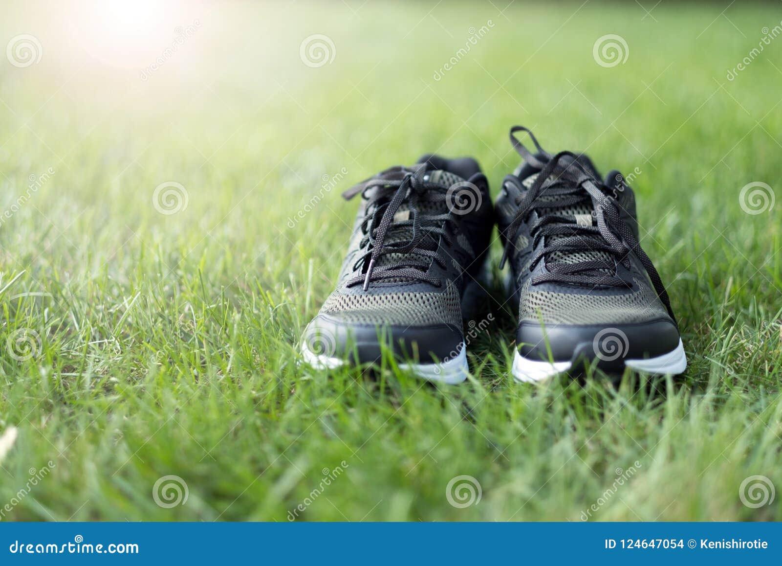 Hombre Foto De Zapatos Divierten Campo Verde Pares Se Los En oBCdxe