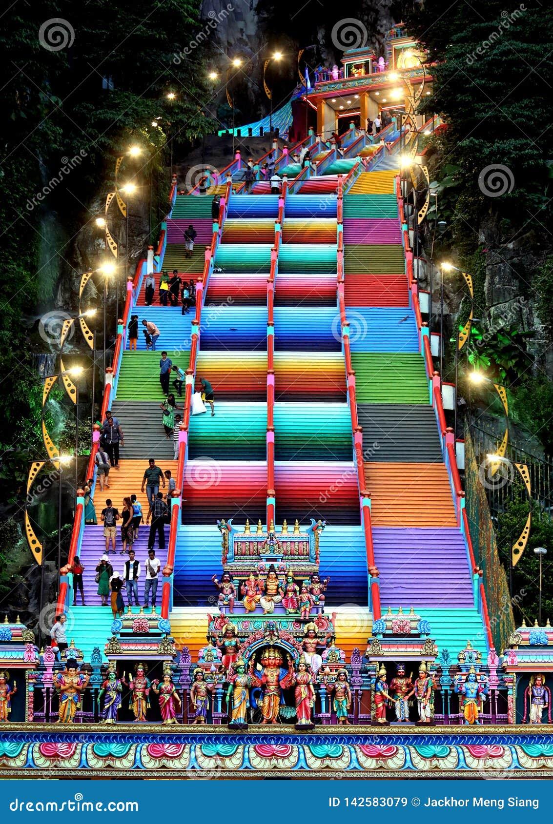 Los pasos coloridos en Batu Caces, Mlaysia