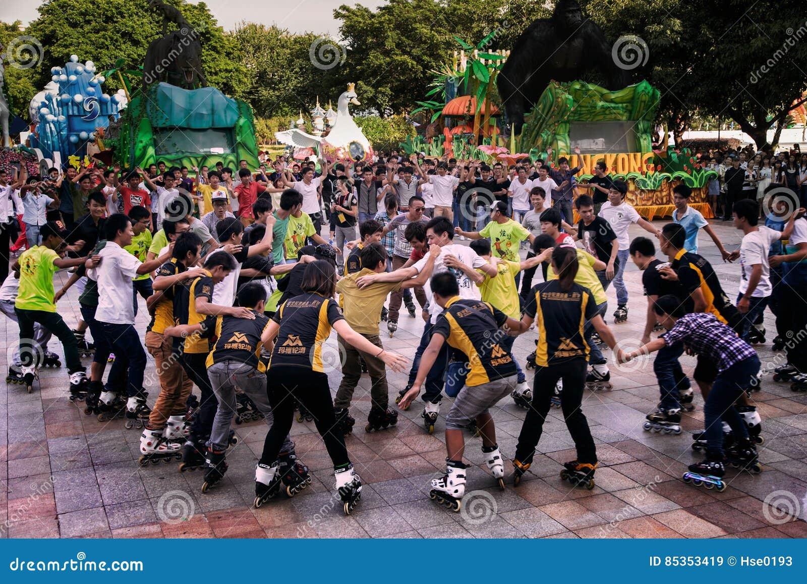 Los patinadores disfrutan de la celebración