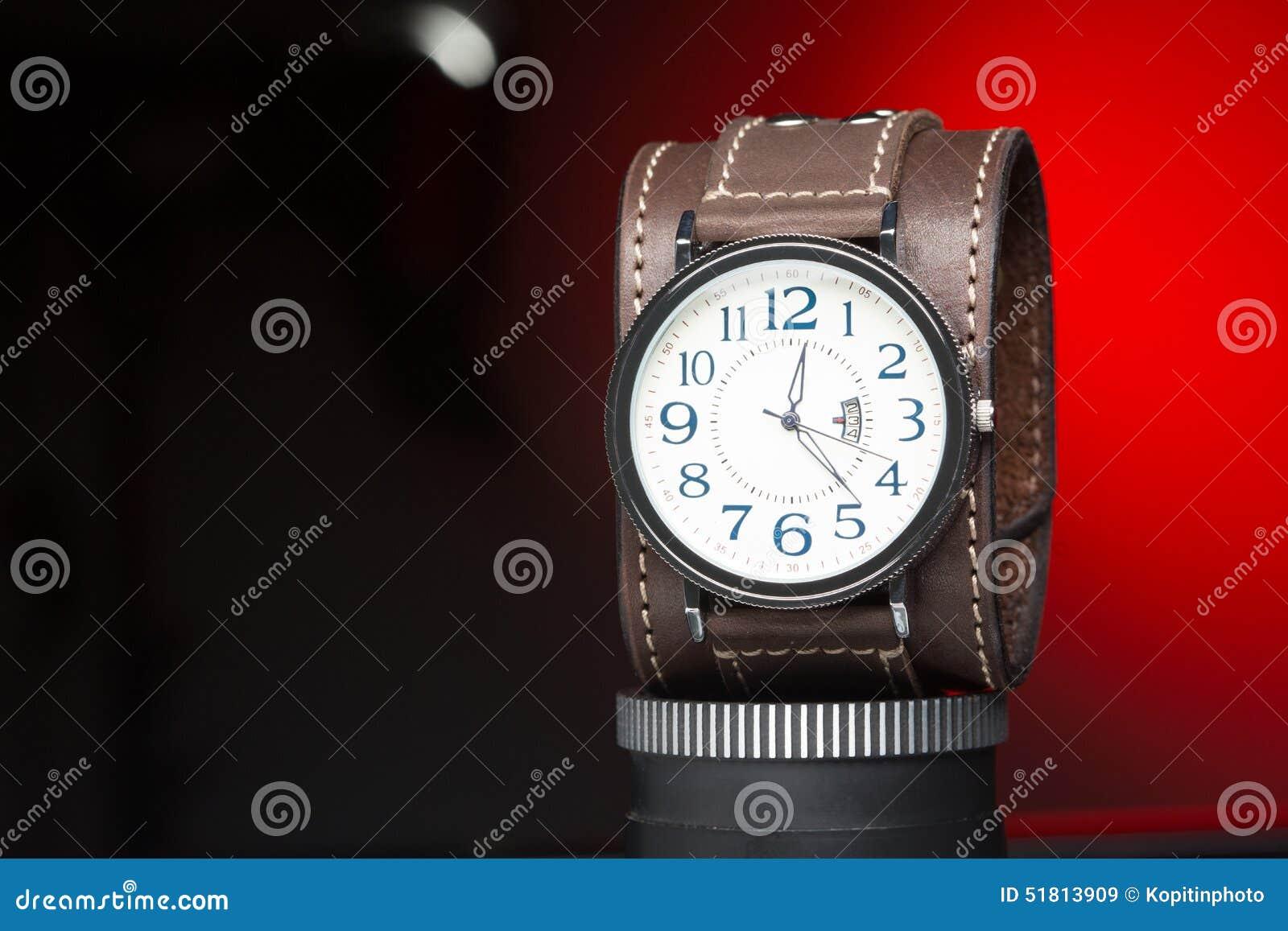 amplia selección de colores y diseños buena reputación sensación cómoda Los Relojes De Los Hombres Con La Pulsera De Cuero Ancha ...