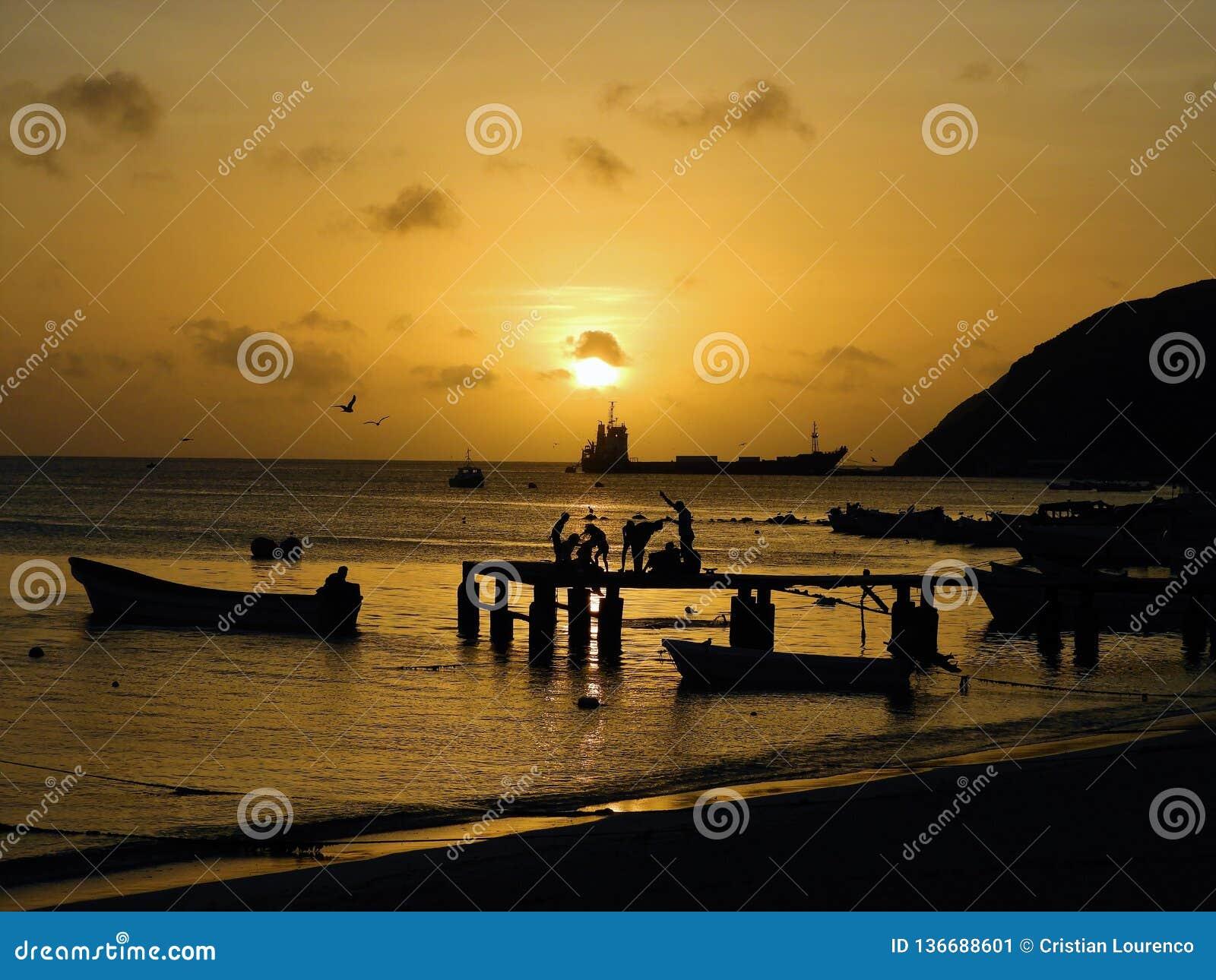 Los Roques, karibischer Strand: Vogelperspektive des Sonnenuntergangs auf dem Strand