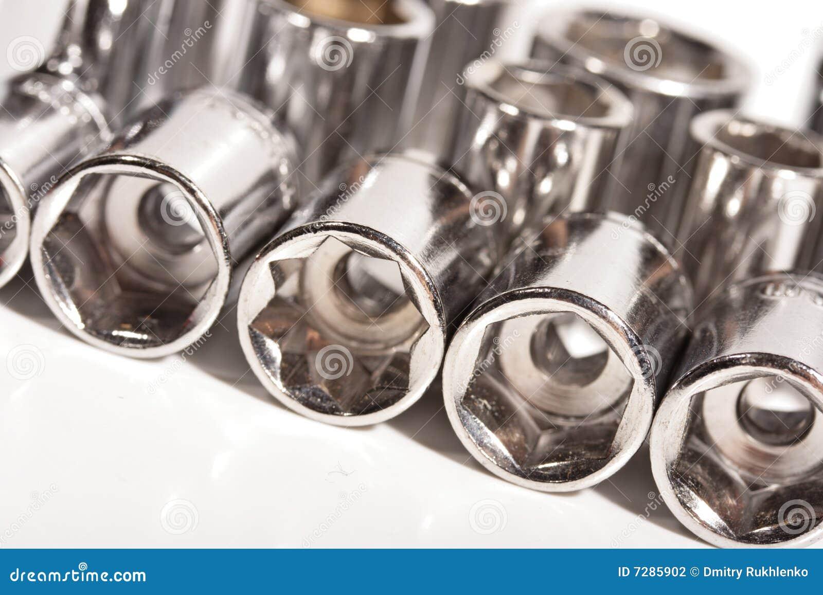 Los socketes de la llave del metal se cierran para arriba