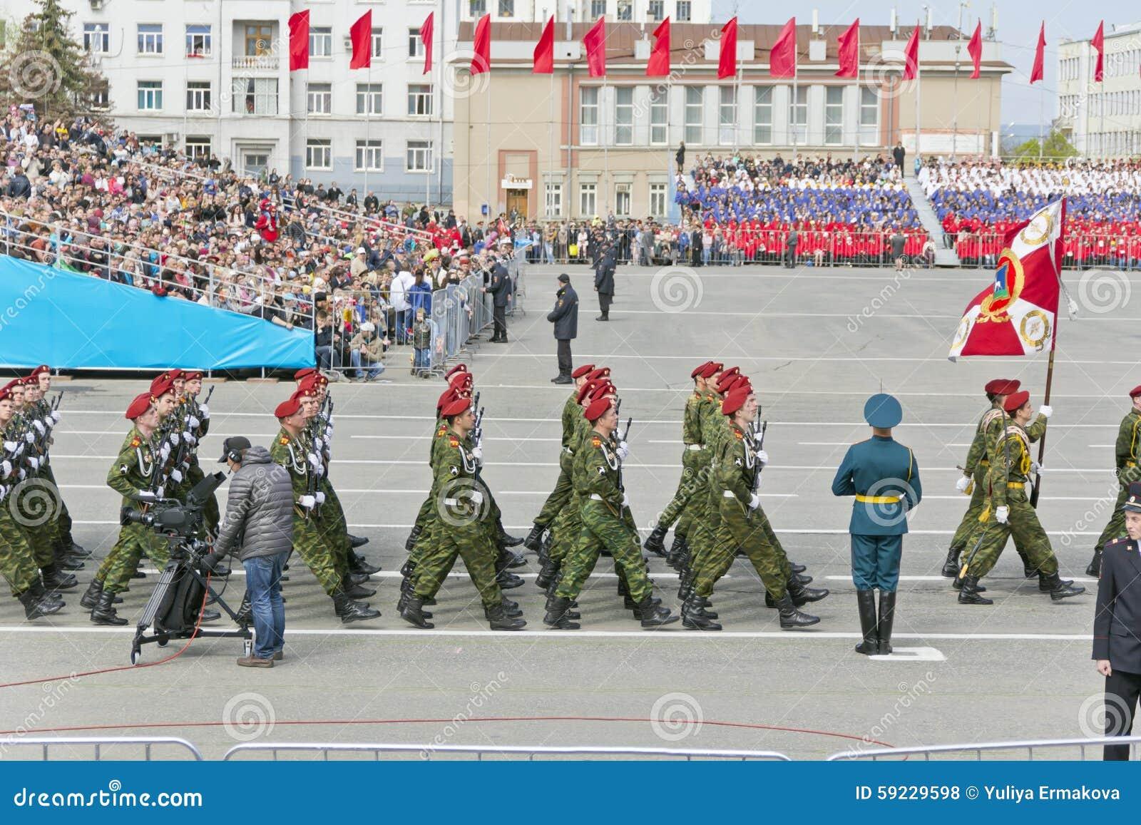 Download Los Soldados Rusos Marchan En El Desfile En Victory Day Anual Foto de archivo editorial - Imagen de fila, editorial: 59229598