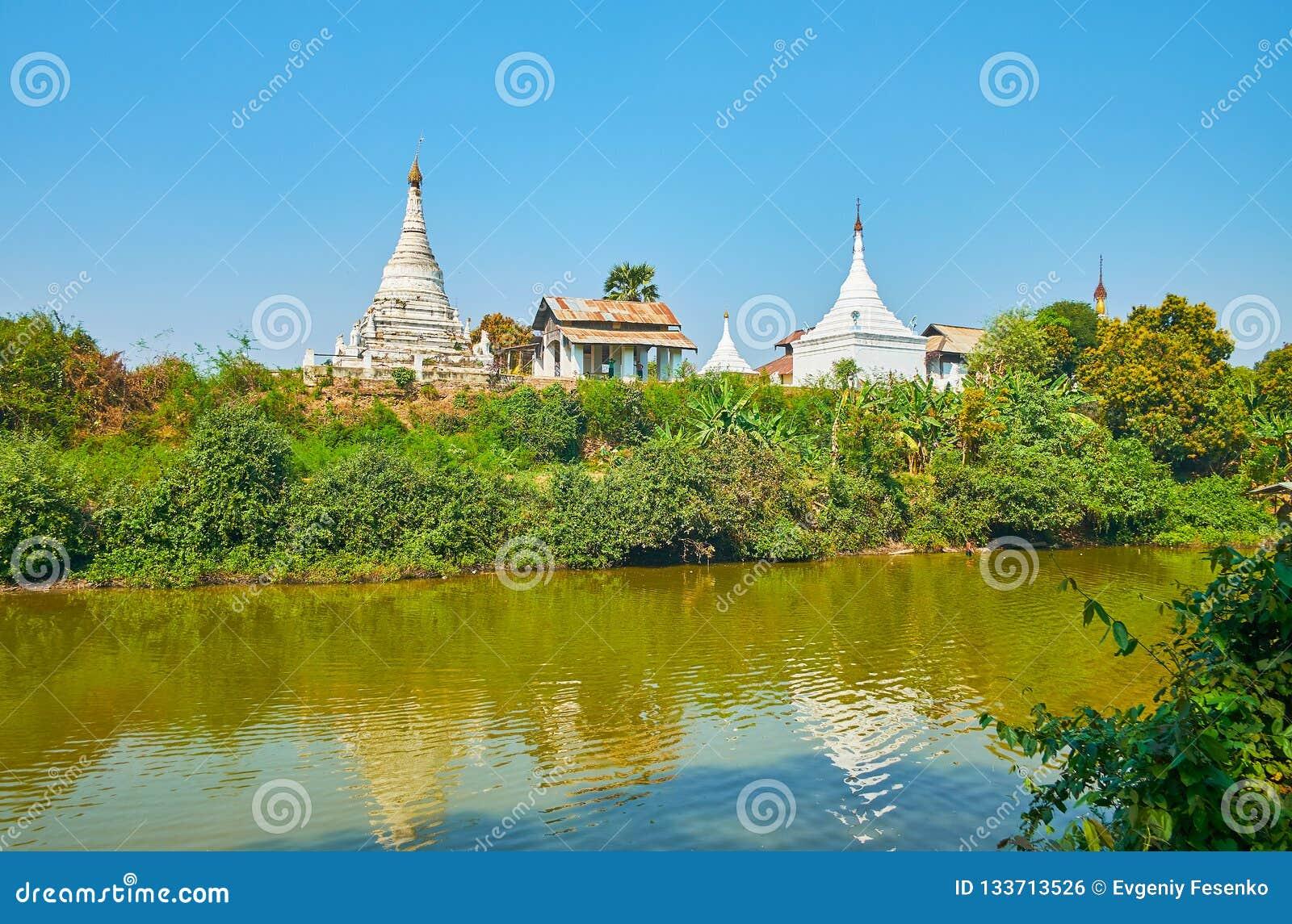 Los stupas antiguos del monasterio budista, Ava