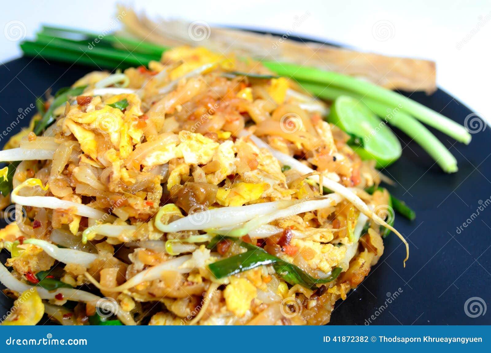 Los tallarines rellenan tailandés (la comida tailandesa)
