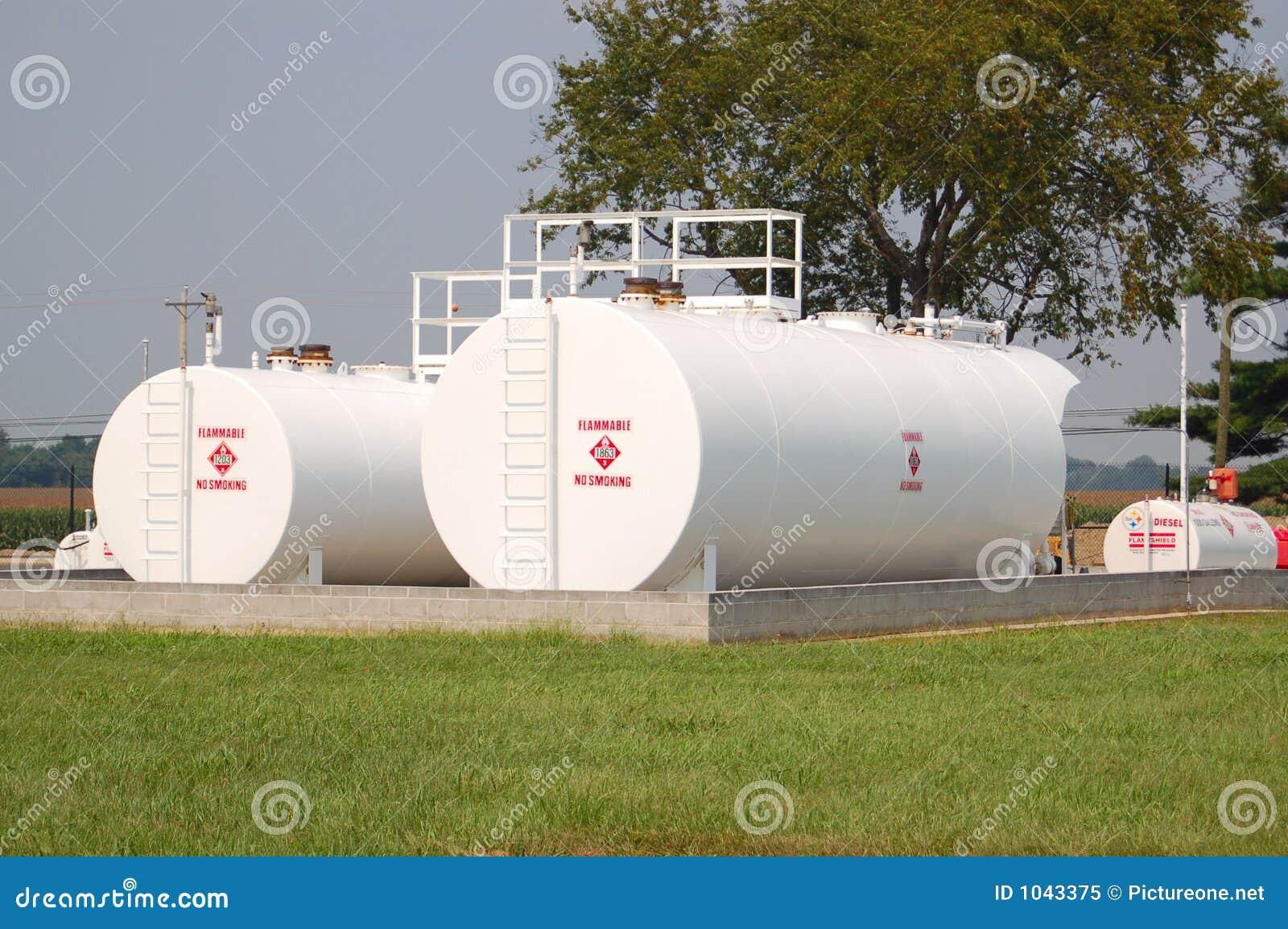 Los tanques de almacenaje de combustible