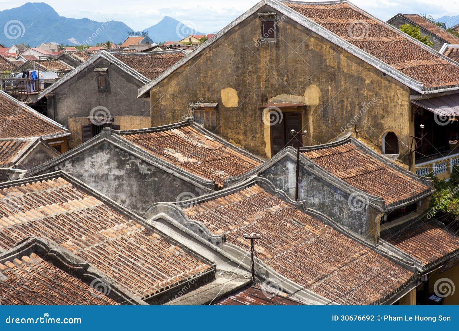 Los tejados de las casas antiguas con las tejas rojas foto - Cambiar tejado casa antigua ...