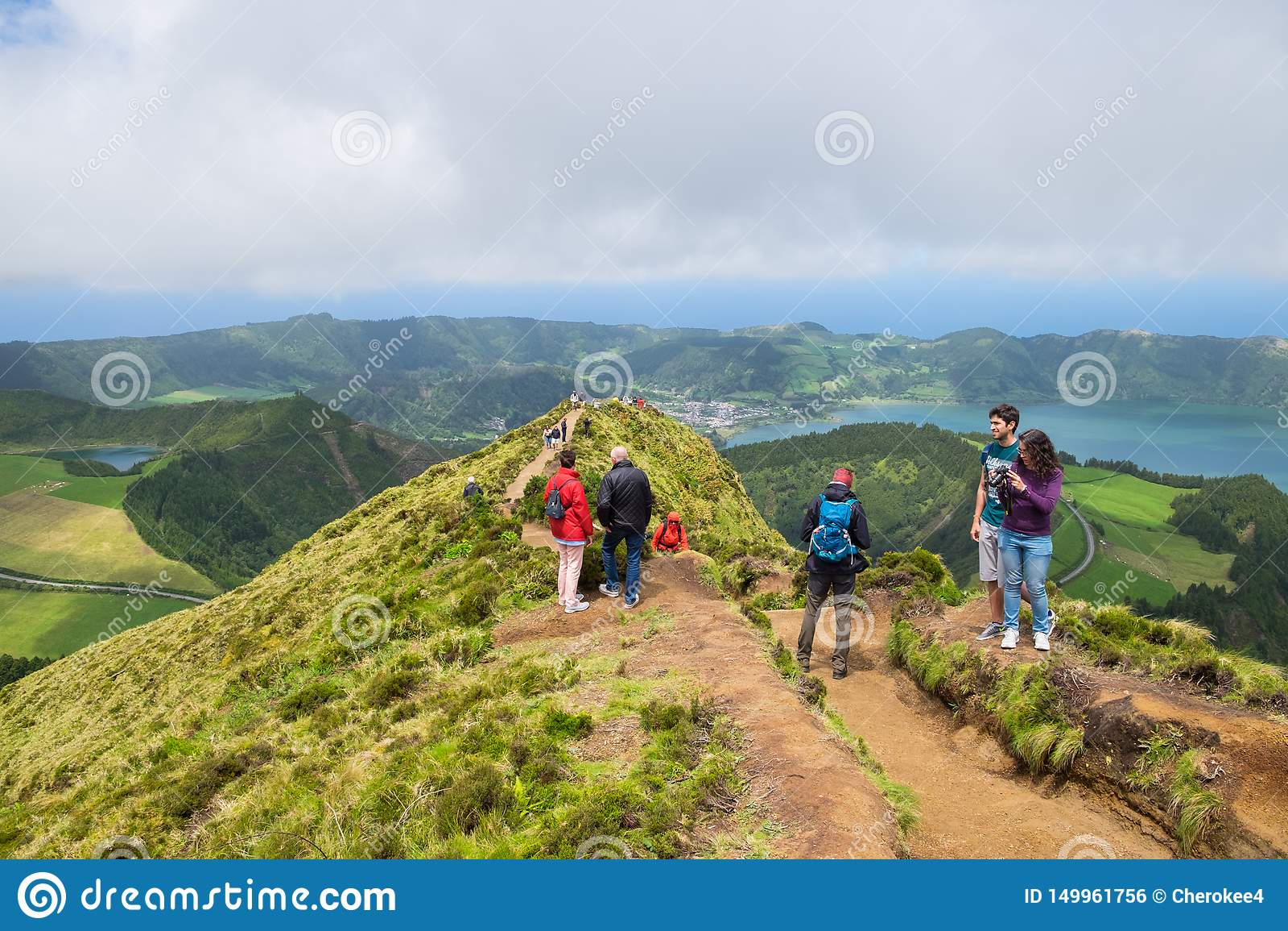 Los turistas gozan de hermosa vista de Boca hacen el infierno en la isla Azores