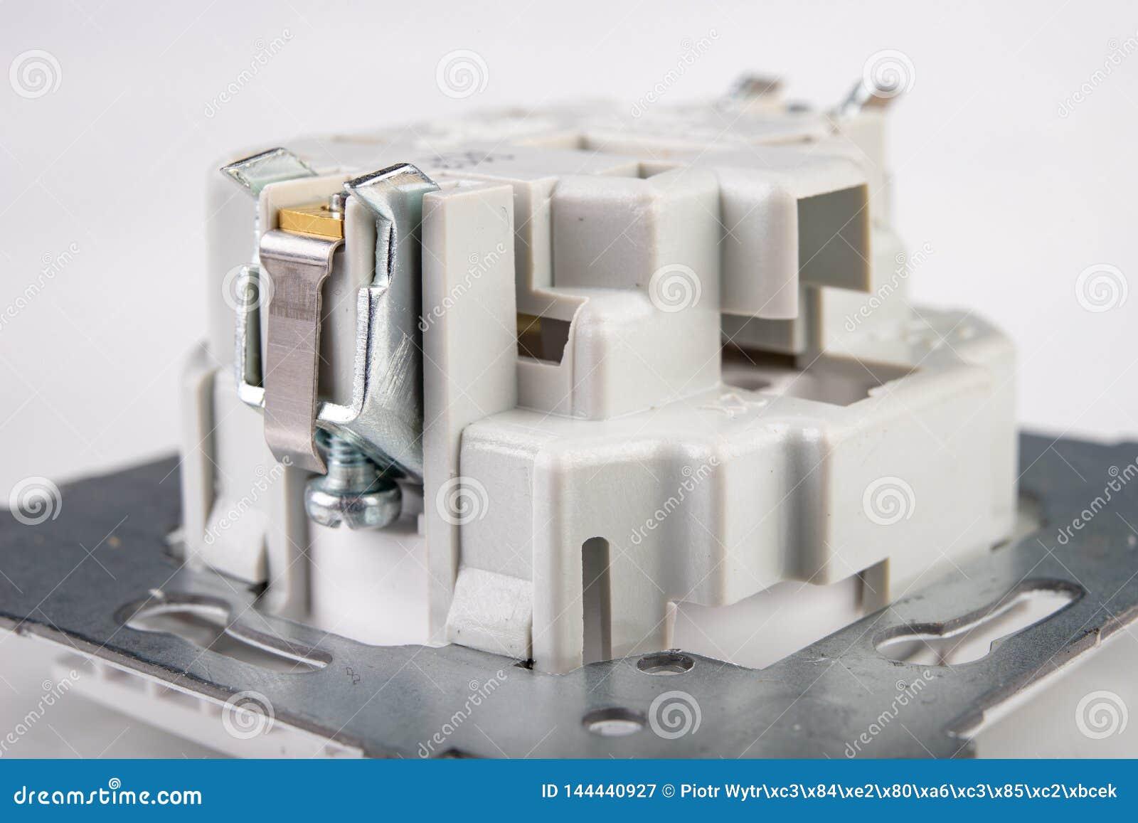 Losgeschroefte elektrocontactdoos Toebehoren en componenten voor de elektricien nodig voor assemblage in een losgemaakt huis