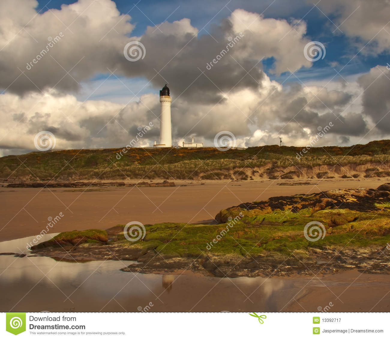 Lossiemouth lifghthouse covesea