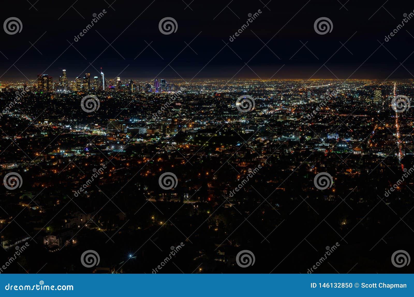 LOSU ANGELES linia horyzontu przy nocą