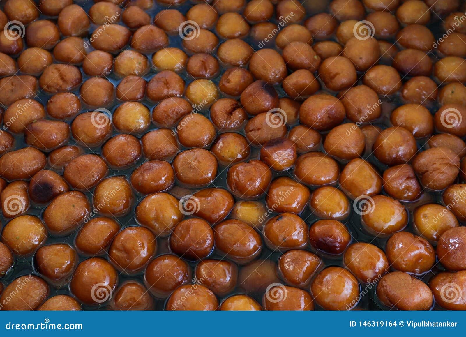 Lotes de Gulab Jamun um prato doce indiano