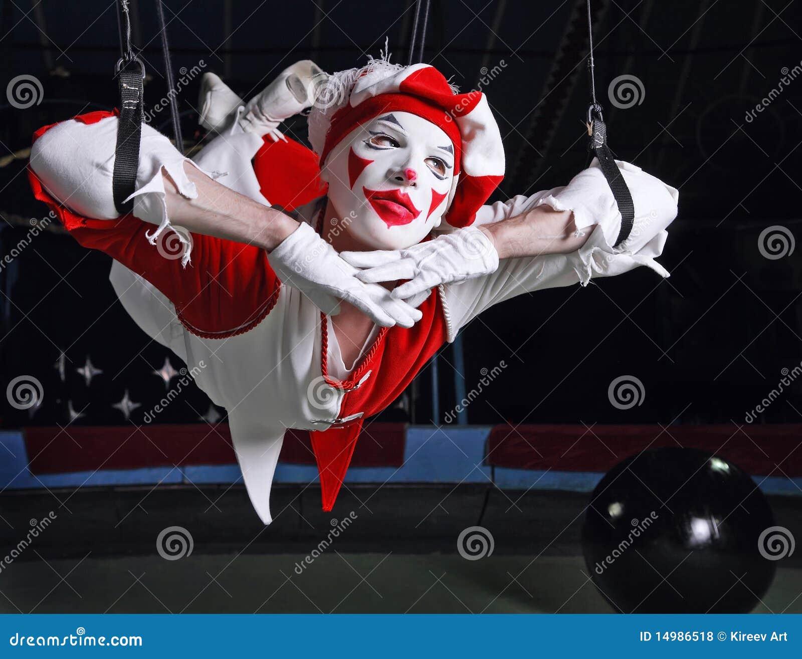 Lotniczy akrobata cyrk