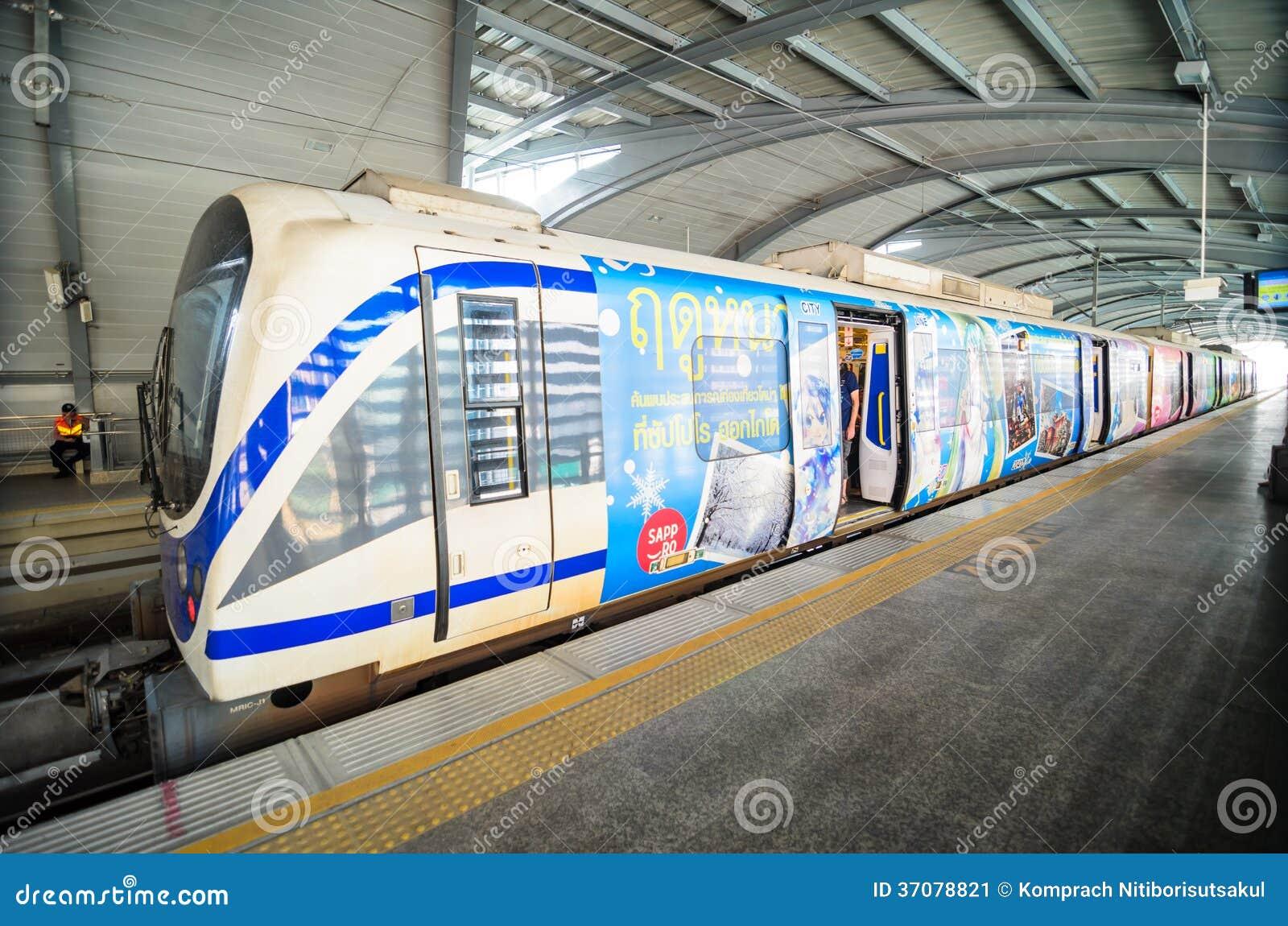 Download Lotniska Połączenia Pociąg Przy Stacją W Bangkok Zdjęcie Editorial - Obraz złożonej z asia, platforma: 37078821