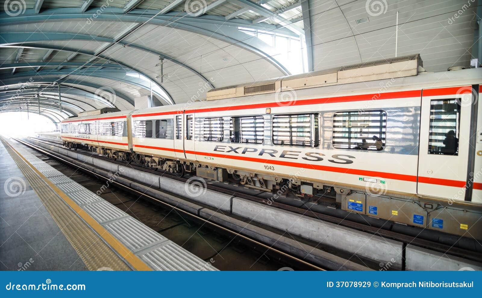 Download Lotnisko Kulisowy Pociąg Ekspresowy Przy Stacją W Bangkok Obraz Stock Editorial - Obraz złożonej z greaser, pociąg: 37078929