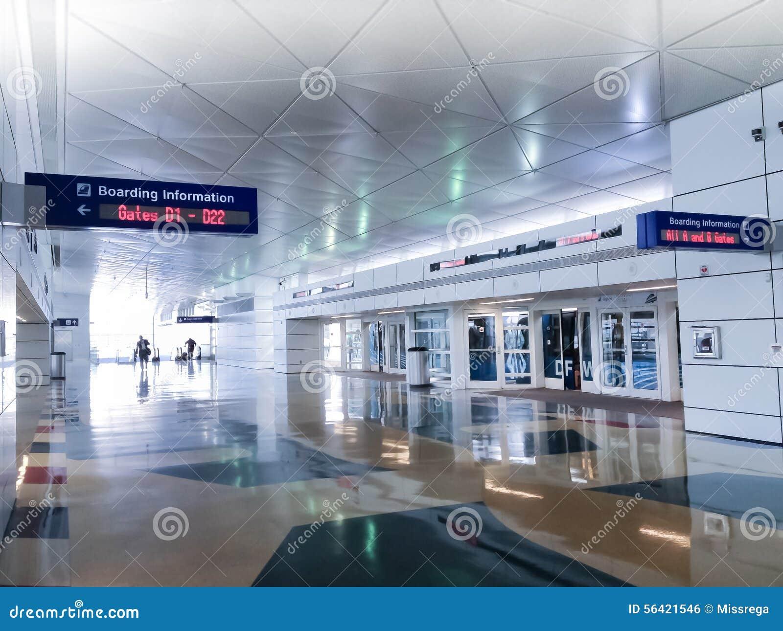 Lotniskowi Wyjściowi pasażery