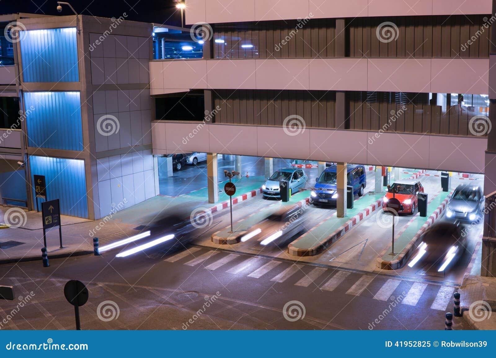 Lotniskowy garaż