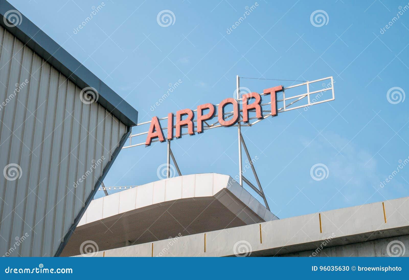 Lotniskowy Signage Na górze Lotniskowego budynku