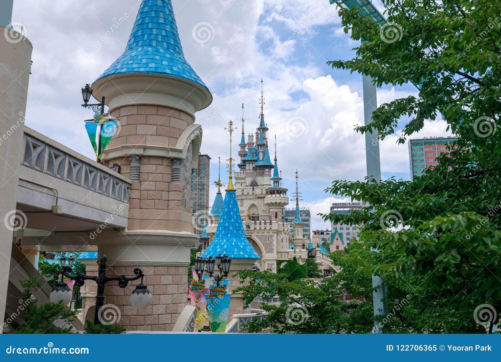 Lotte World Amusement Theme Park Around Seokchon Lake A Major