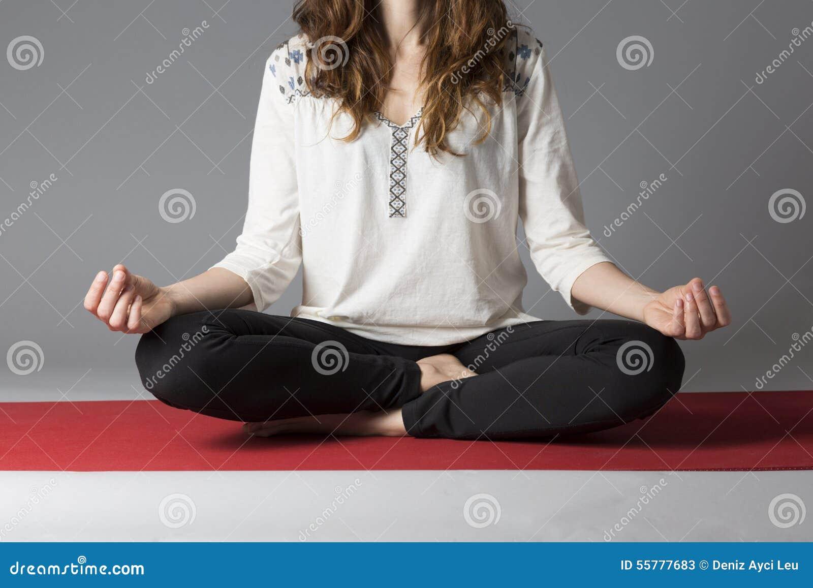 Lotus poserar under meditation