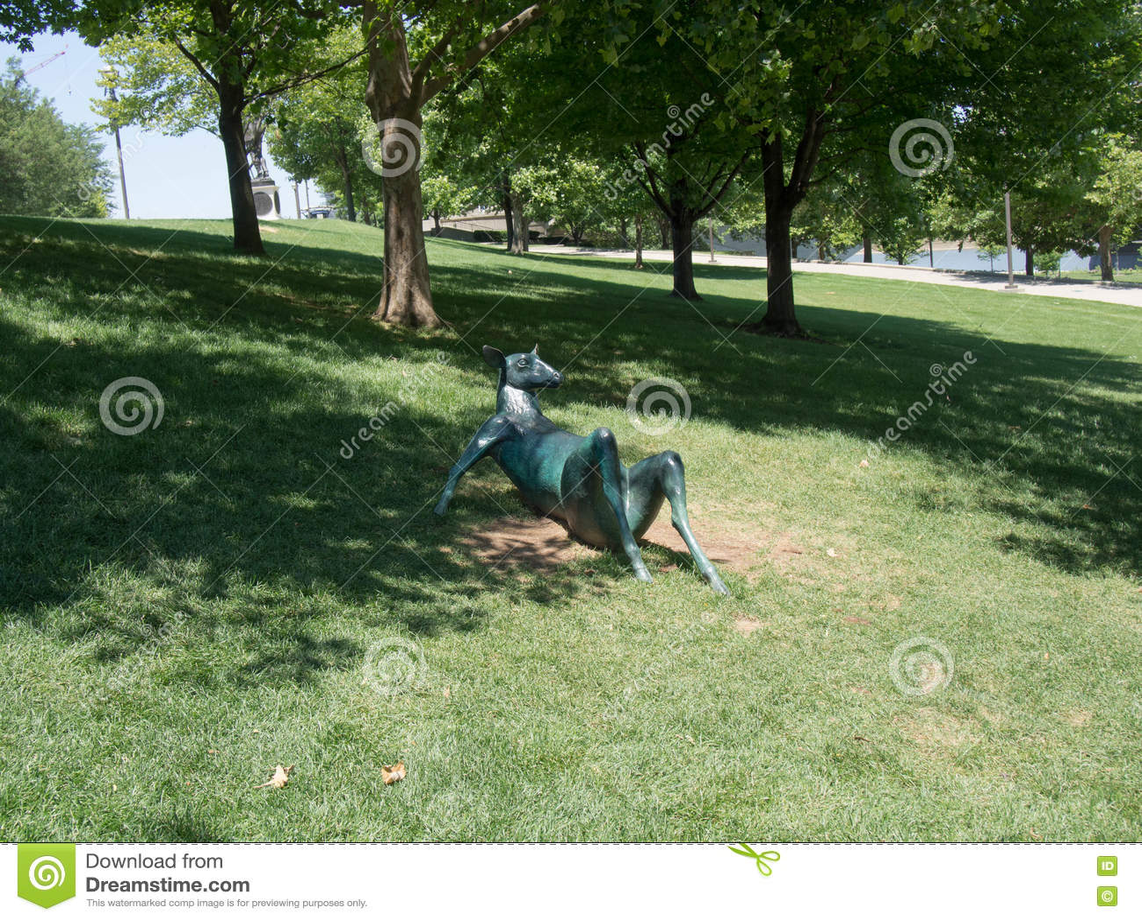 Lounging скульптура оленей