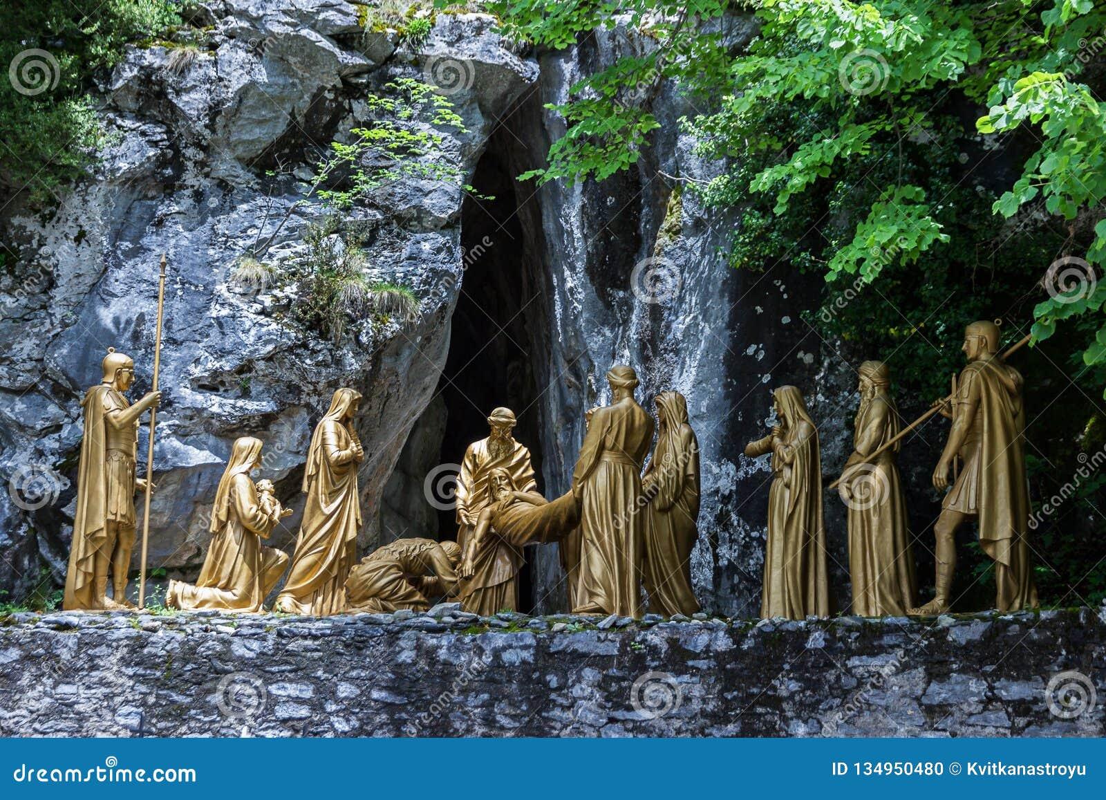 Lourdes, França 22 de outubro de 2017 Composição escultural do enterro do episódio do corpo de Jesus Christ após a crucificação