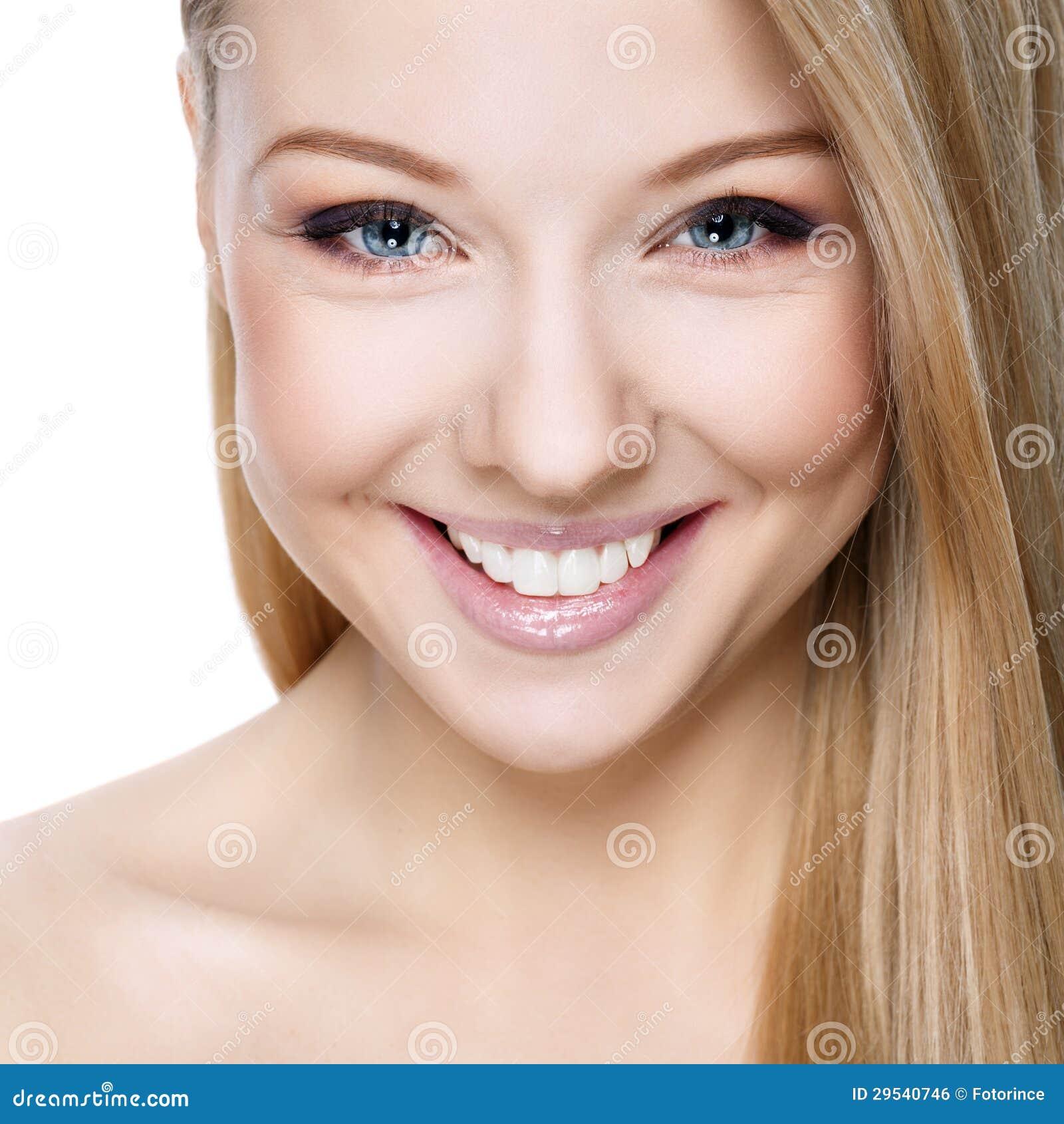 Louro de sorriso bonito