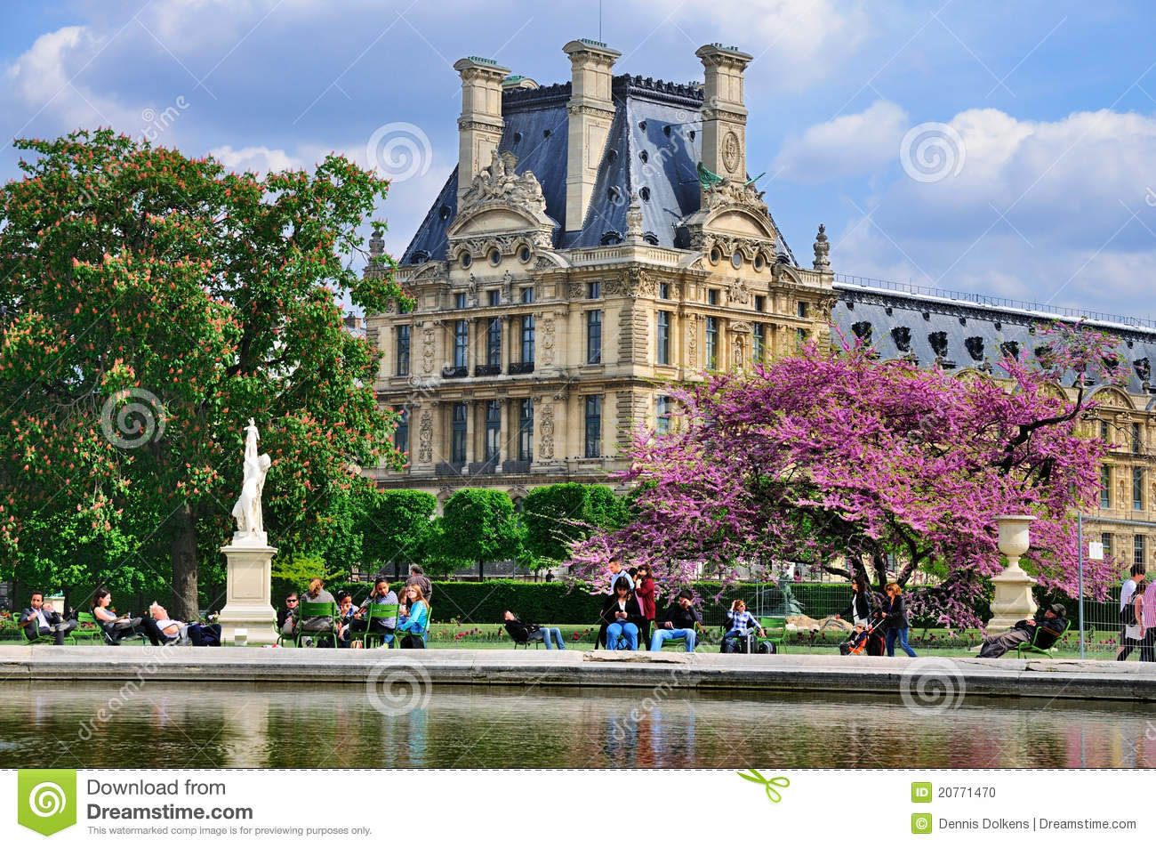 The louvre from jardin de tuileries editorial image - Sculpture jardin des tuileries ...
