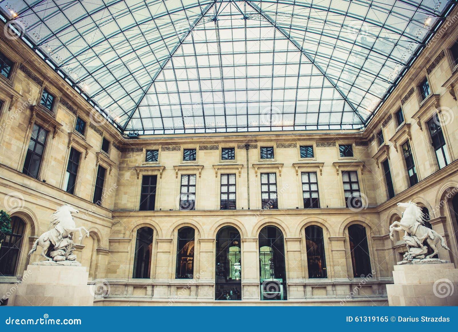 Louvre Museum interior editorial image. Image of paris - 61319165
