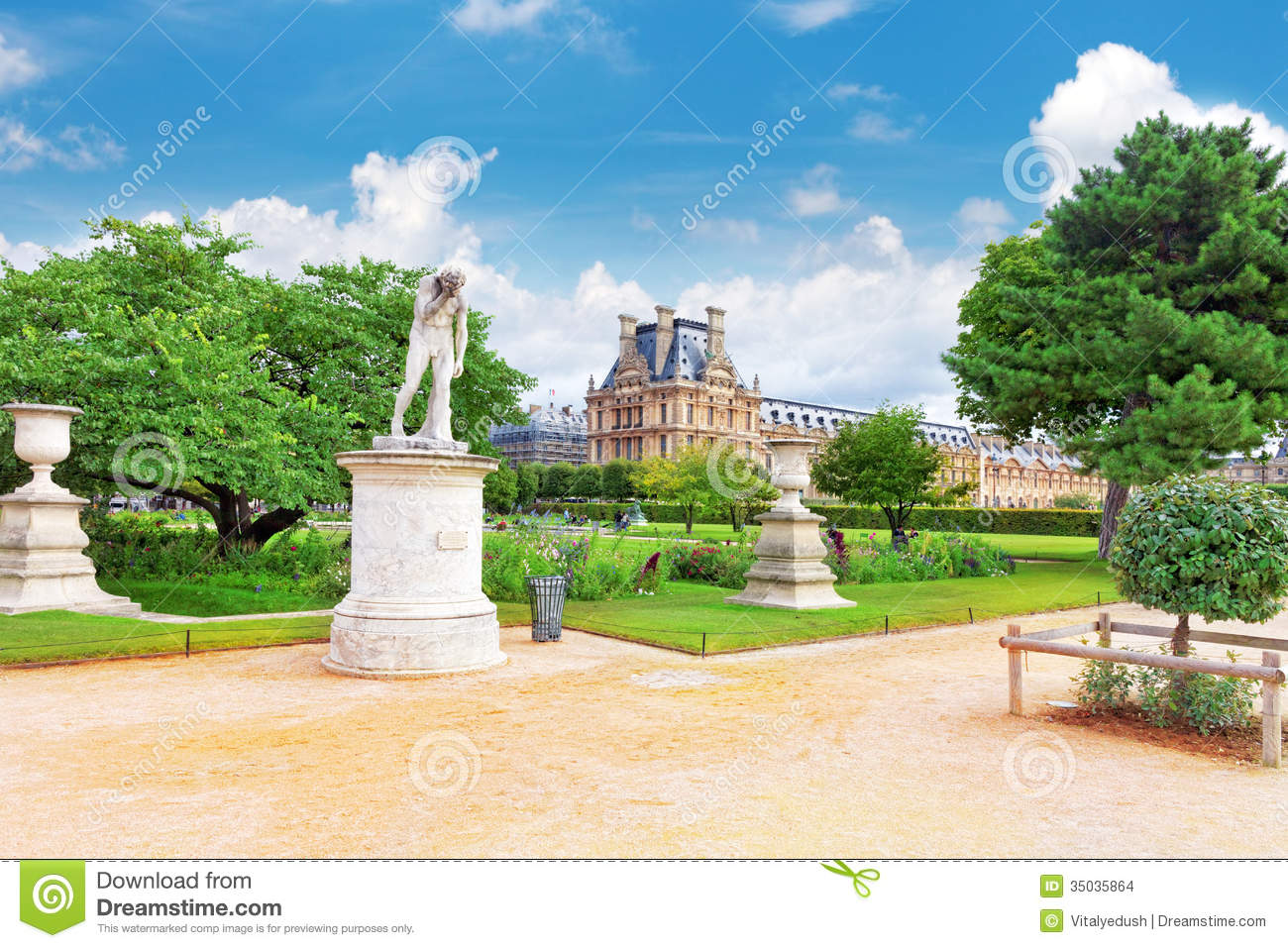 Louvre museum and park des tuileries stock images image - Sculpture jardin des tuileries ...