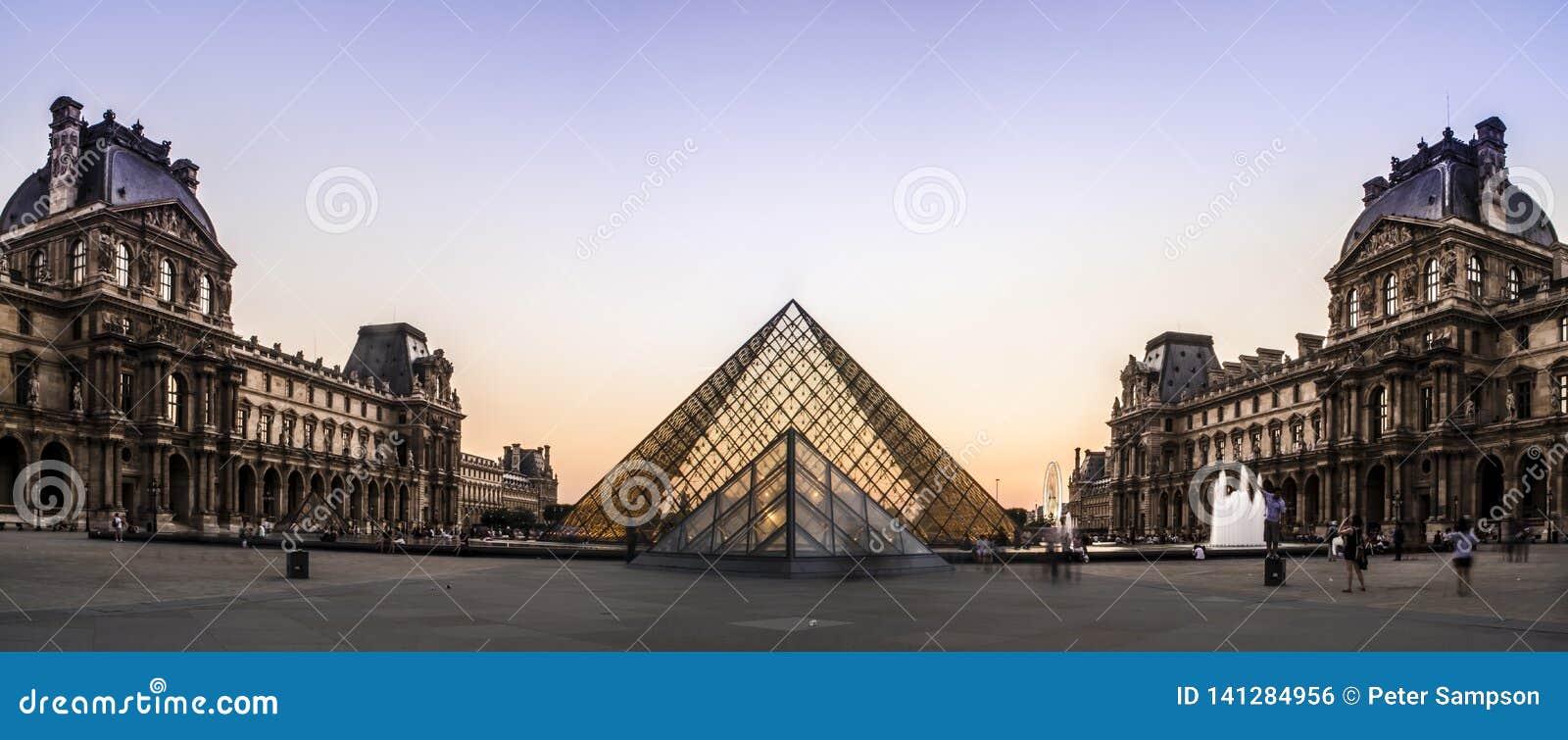 Louvre muzeum ostrosłup