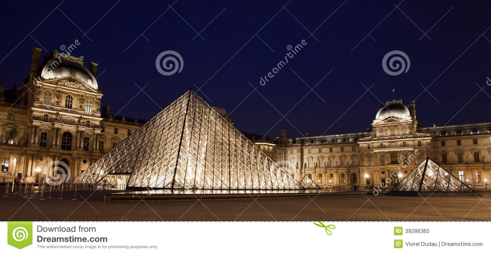 Louvre muzeum panorama