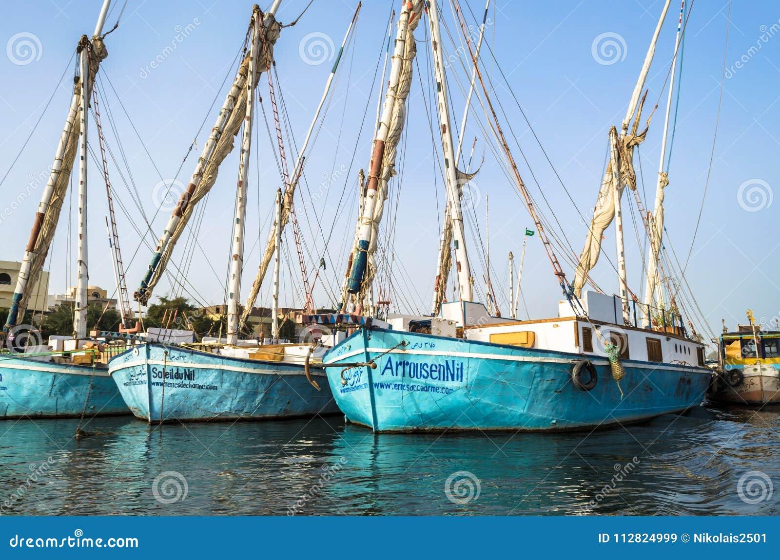 Louxor, Egypte - 18 janvier 2016 : bateaux de pêche de tradition sur le Nil