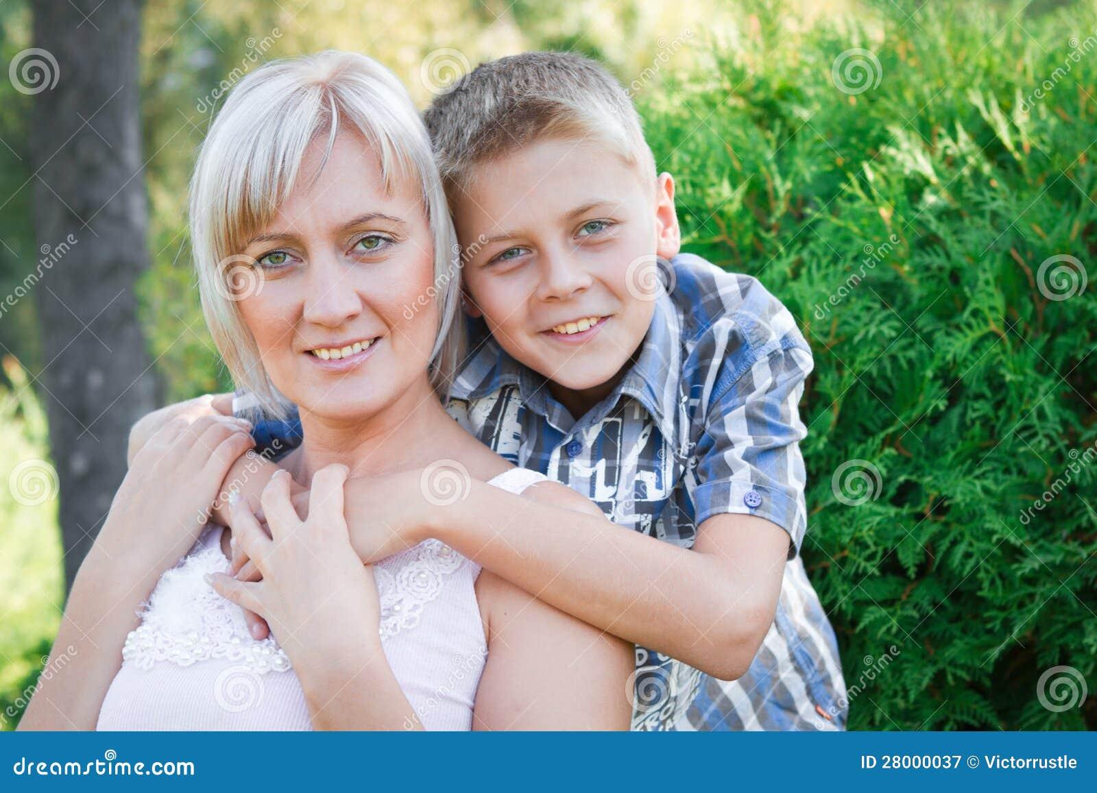 Син ебет свою родную мать, Сын трахнул свою родную мать смотреть онлайн на 19 фотография