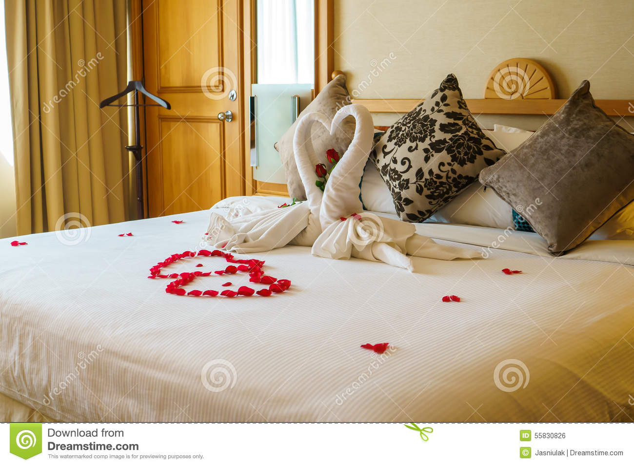 Rose flower decoration on bed stock photography for Bed decoration with rose petals