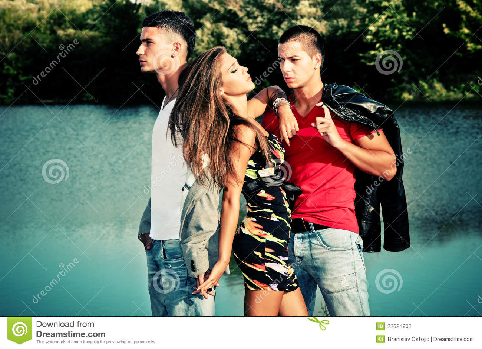 Фото одна девушка и два парня на аву