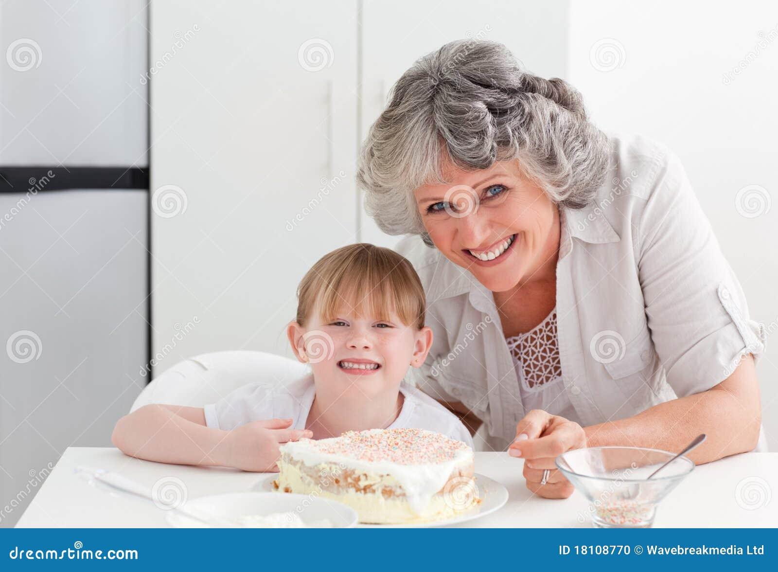 С бабушкой на кухне 23 фотография