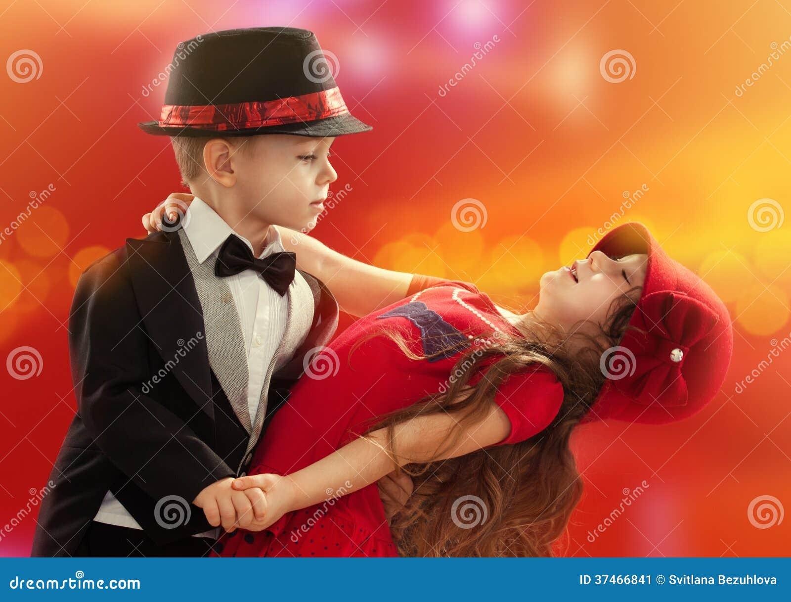 girl and boy nakes dance