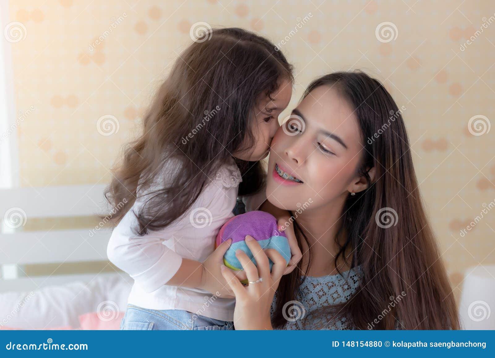 2 Girls Kissing Blowjob