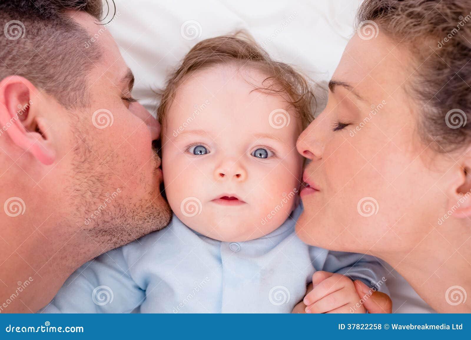 Сын и мать любовники в тайне от отца, Сын и мама в тайне о отца стали Любовниками 27 фотография