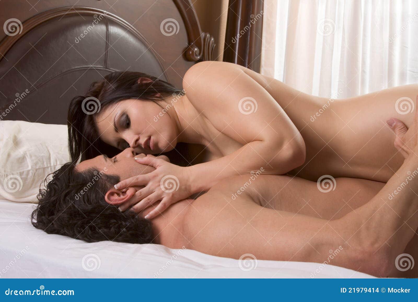 Фото обнаженной пары в постели 3 фотография